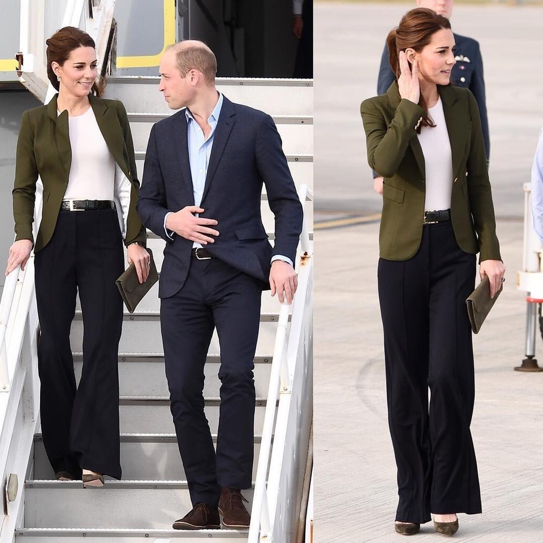 После приземления королевско...
