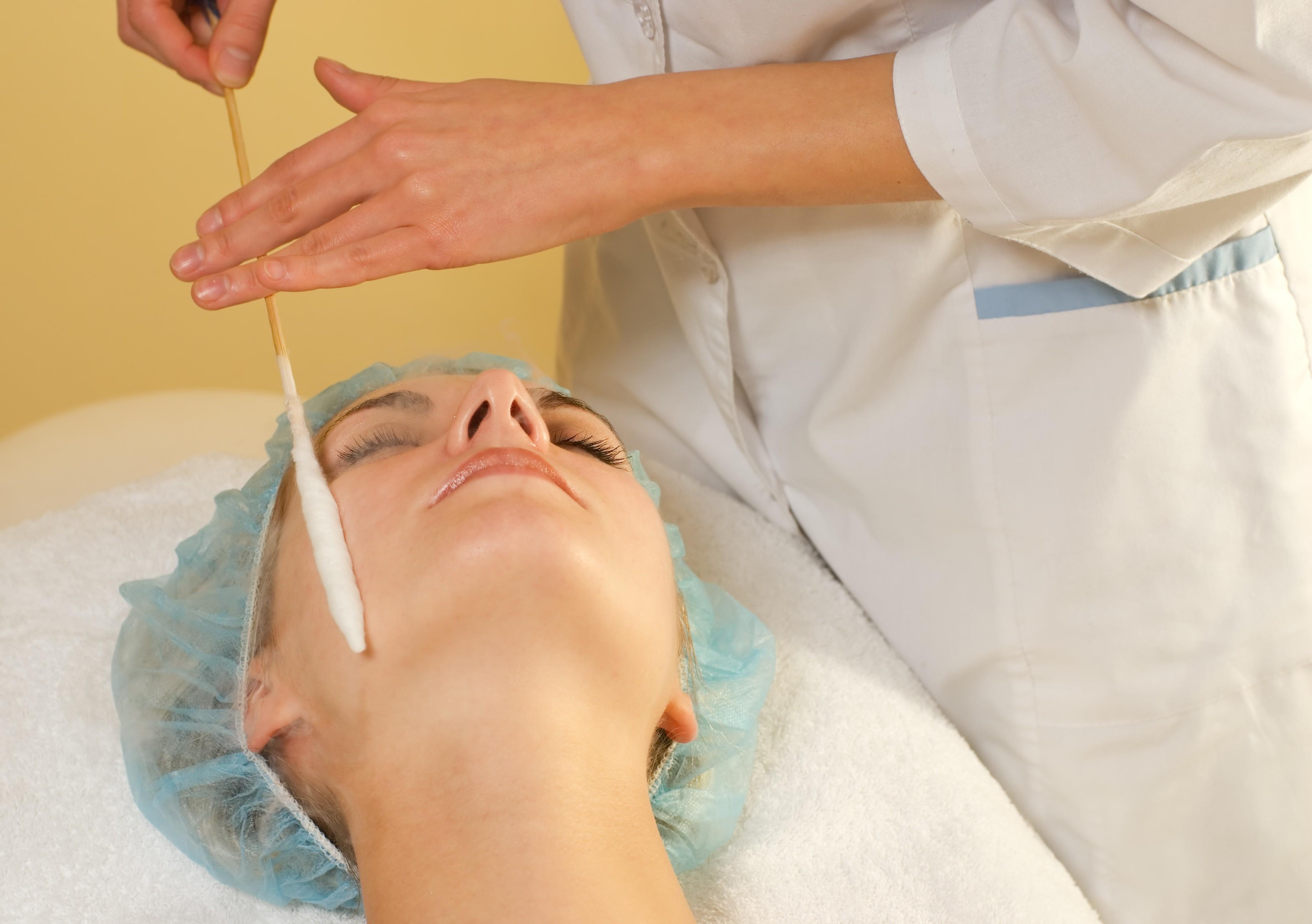 Что делать, когда жирной коже ничего не помогает: советы косметолога