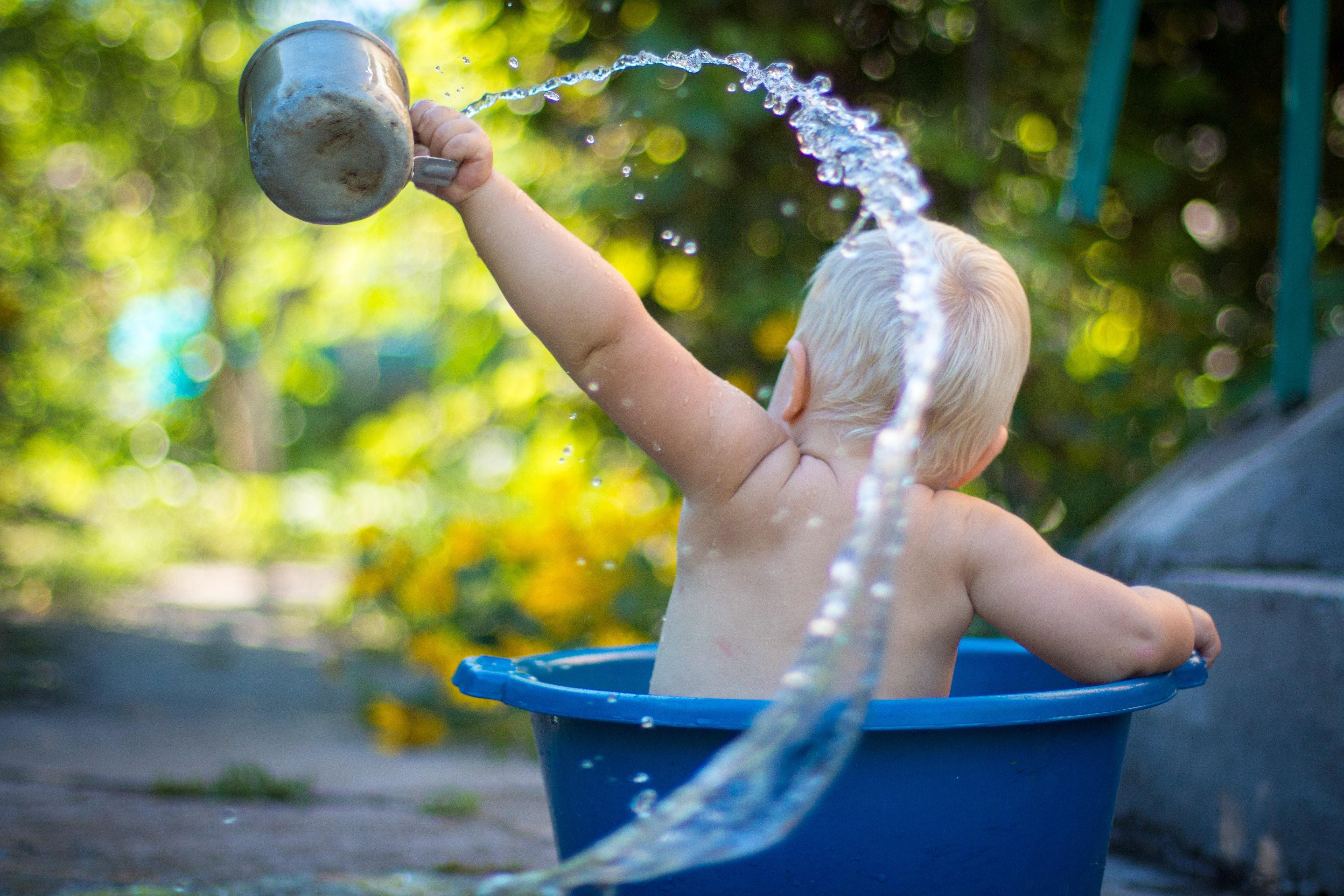 Как правильно купать новорожденного ребенка: советы начинающей маме