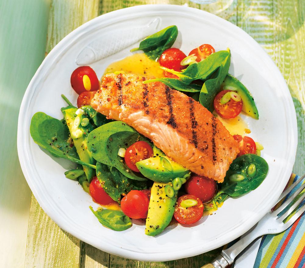 Рецепты с красной рыбой: киш, салат, оладьи