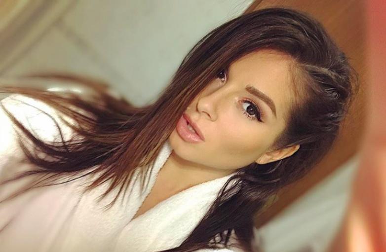 Певица Нюша испортила внешность модным макияжем