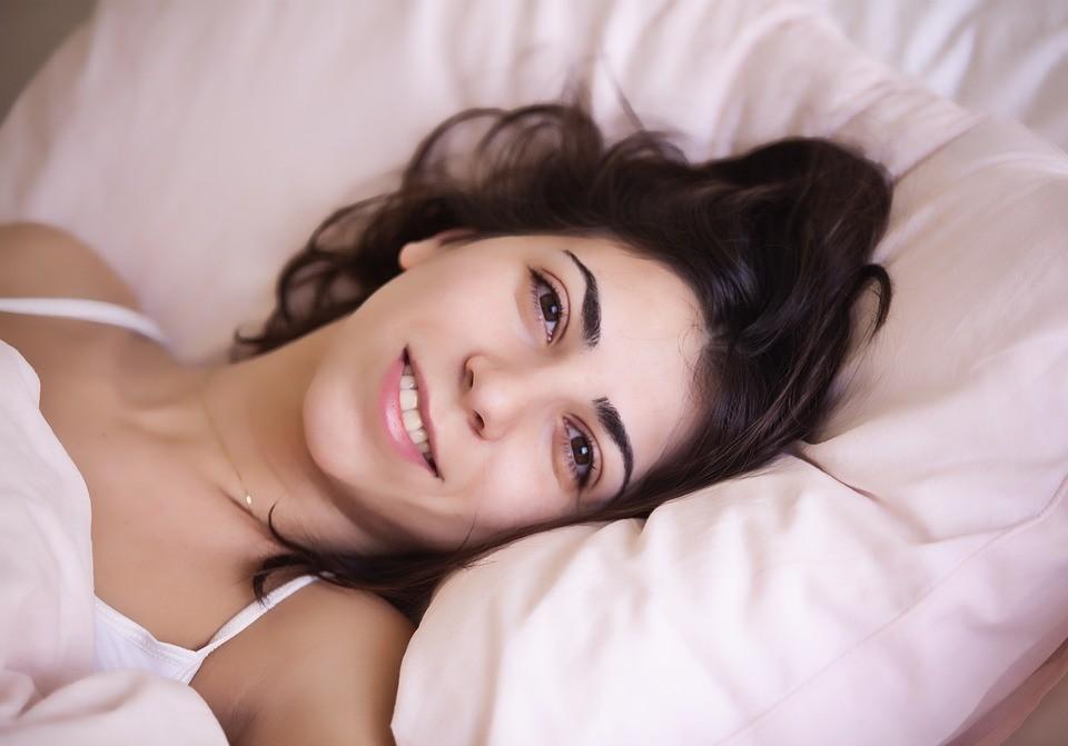 Без боли в шее: как выбрать подушку для сна?