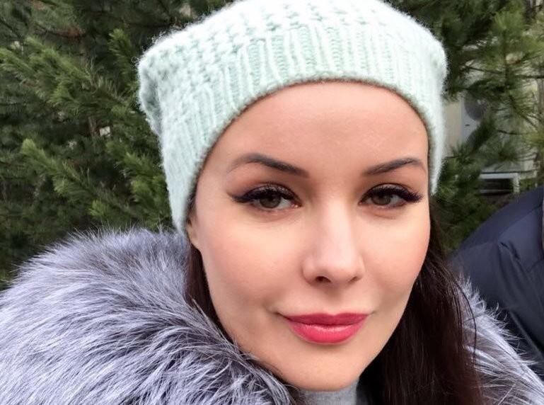 Как девочка: 40-летняя Оксана Федорова поделилась фото без макияжа