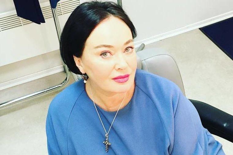 Лариса Гузеева показала, как стильно носить клетчатое пальто