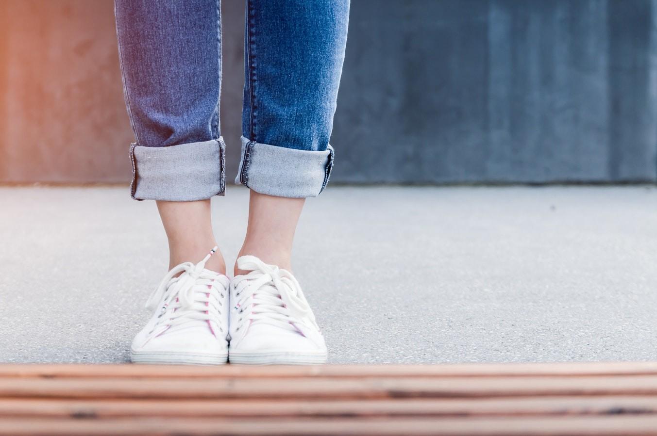 Стоячая и сидячая работа: как избежать болей в ногах