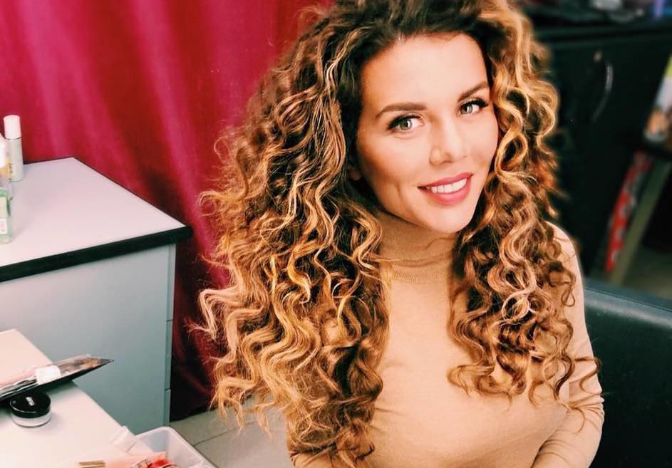 Дочери Анны Седоковой провели мастер-класс по макияжу