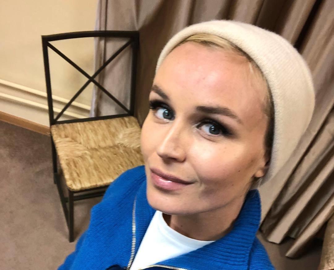 Полина Гагарина учит своих поклонников танцевать