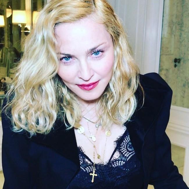 Мадонна рассказала, как делать омолаживающий массаж лица вилками