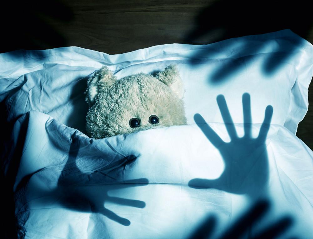 Чудище в темном углу: о чем говорят детские страхи?