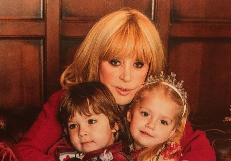 4-летняя дочь Аллы Пугачевой вышла на подиум в свадебном платье