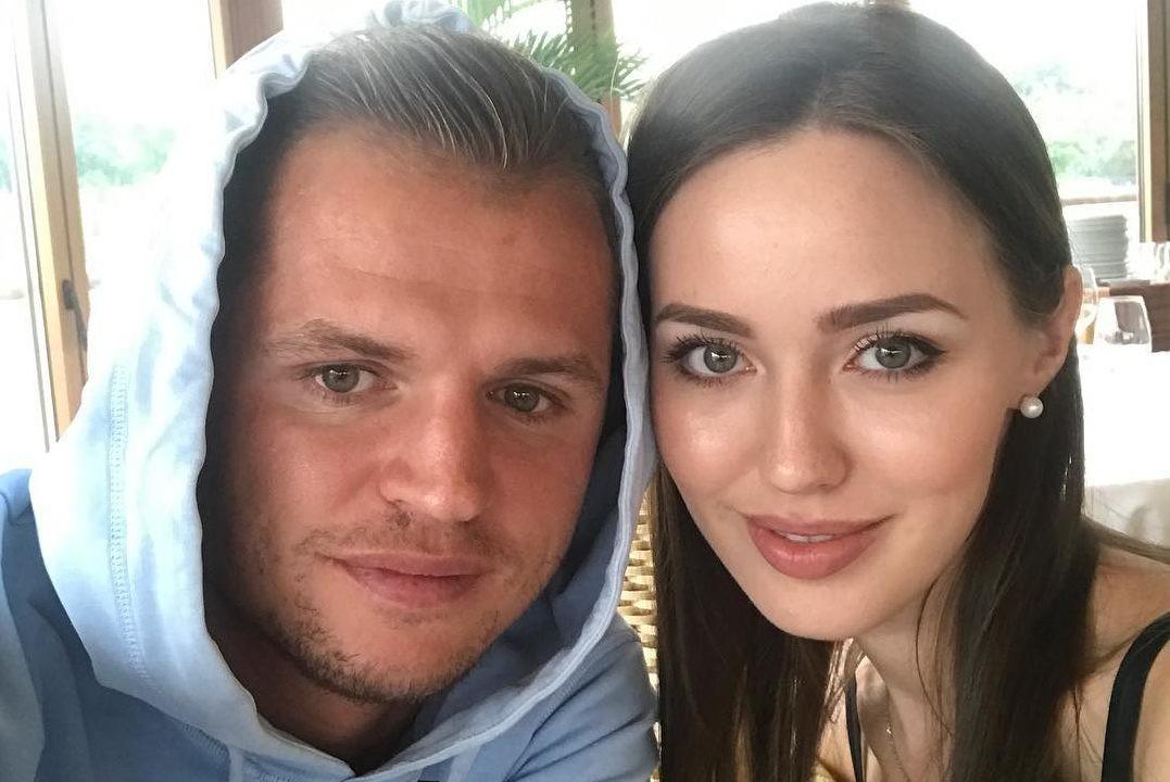 Можно поздравлять: беременная Анастасия Костенко поделилась первым кадром с животом