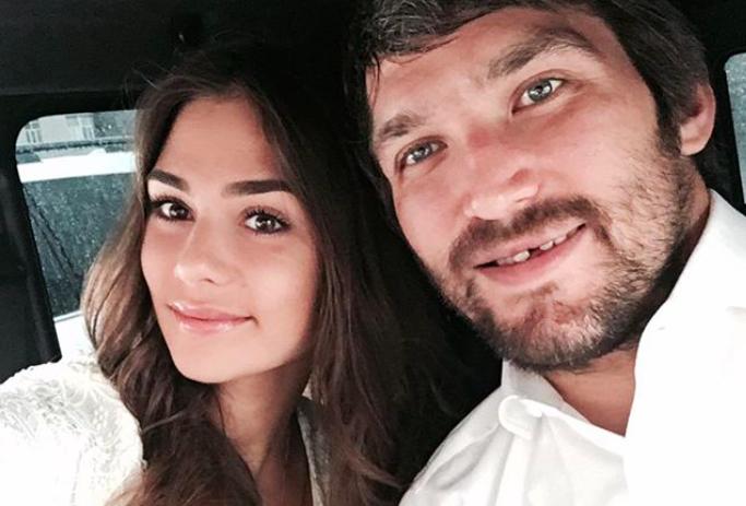 Жена Александра Овечкина призналась, что муж ее контролирует
