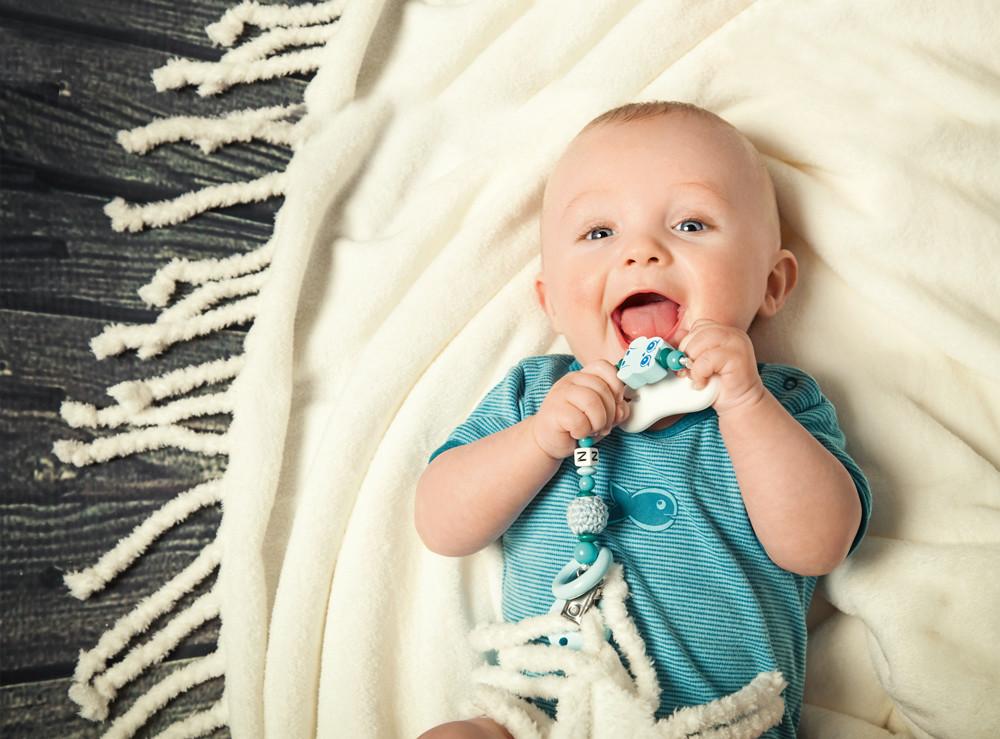 Как правильно выбирать игрушки для младенца?