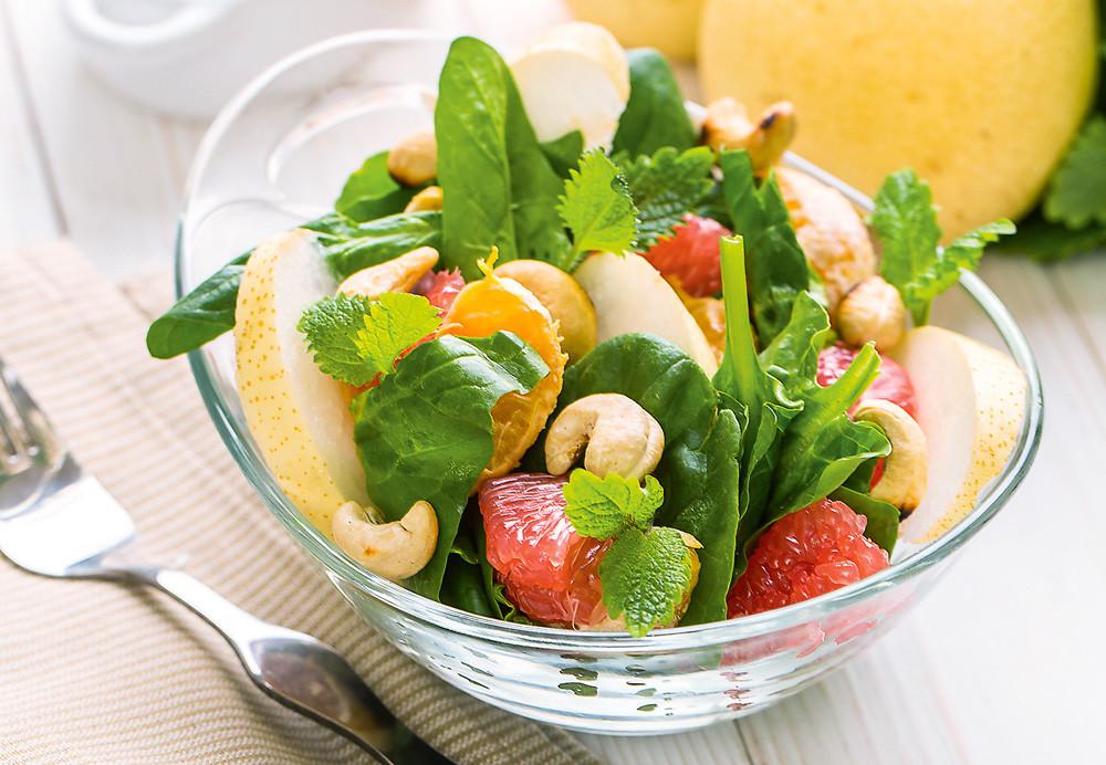 Салат с мандаринами и грушами