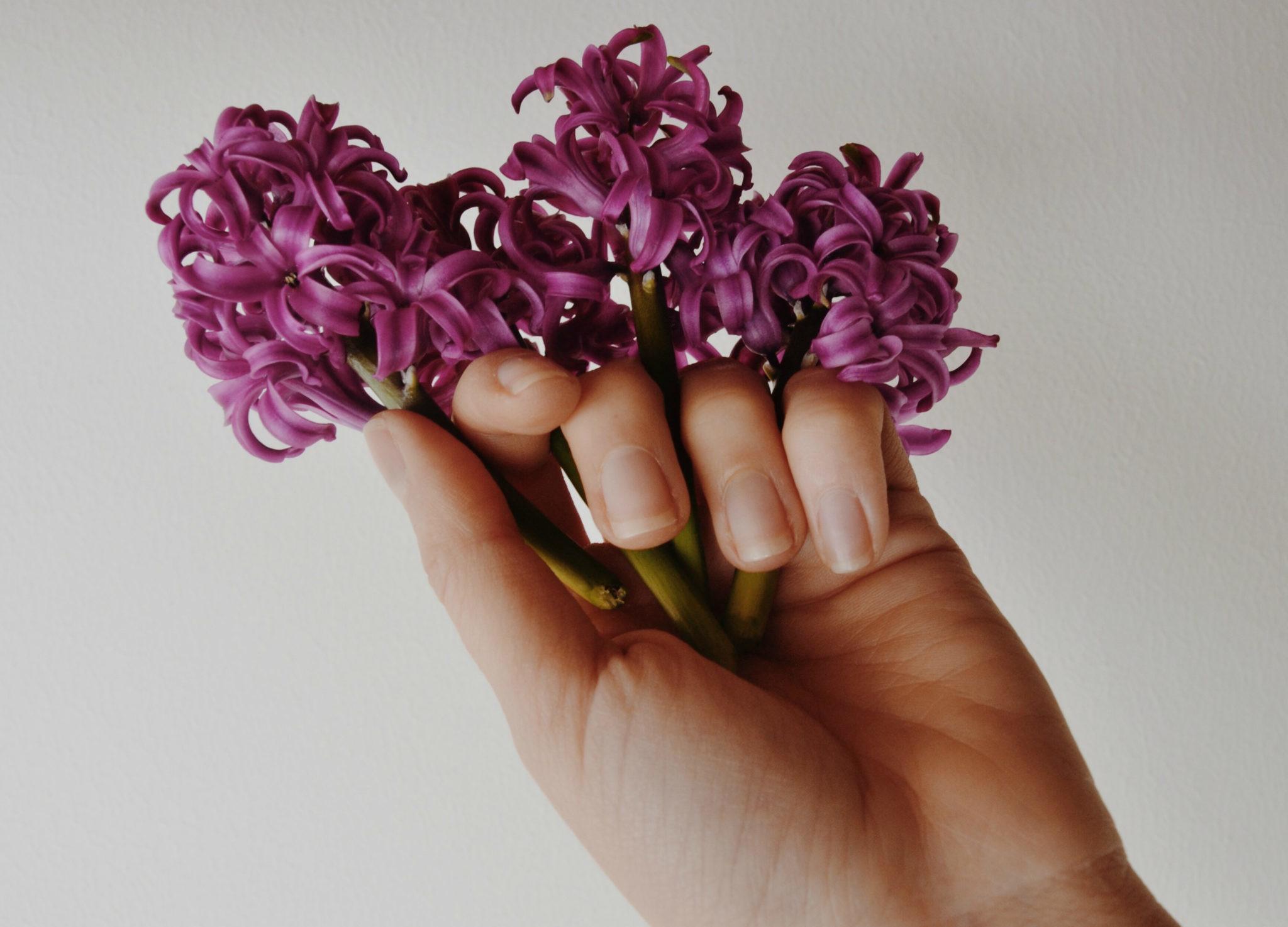 13 вещей, которые можно узнать о себе по форме ногтей