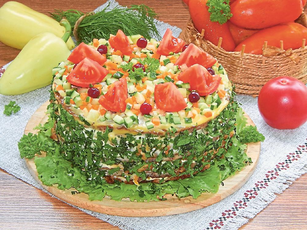 Печеночный торт с помидорами и картофелем