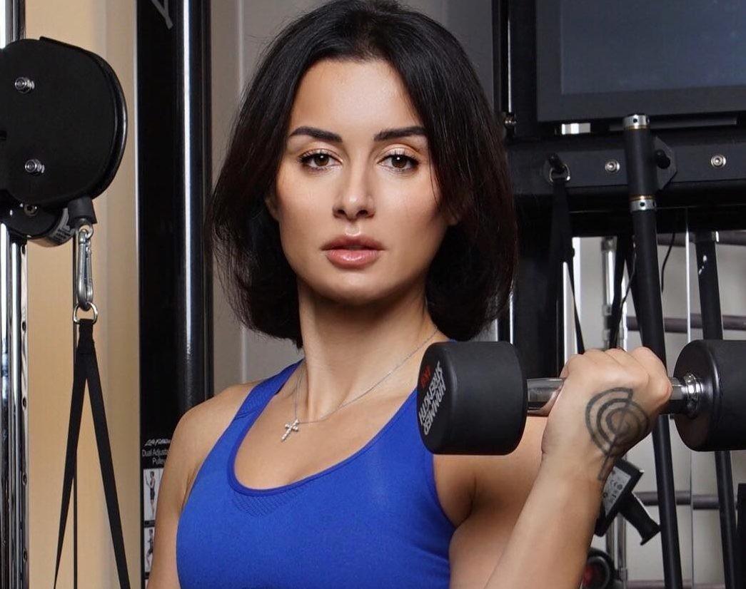 Тина Канделаки поделилась самым эффективным упражнением на пресс