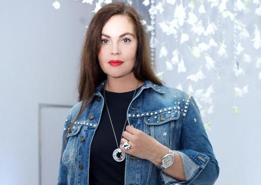 Екатерина Андреева показала, как делает «золотую» маску для лица