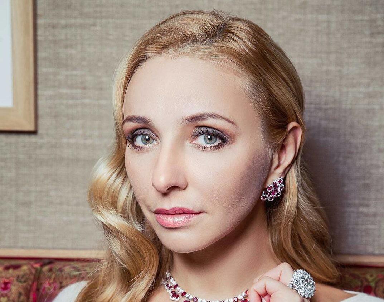 Канны-2018: Татьяна Навка удивила платьем с перьями на дорожке