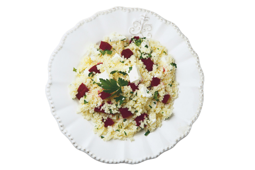 Салат с кускусом, свеклой и фетой