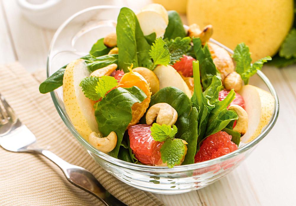 Фруктовый салат с мандаринами и грушей