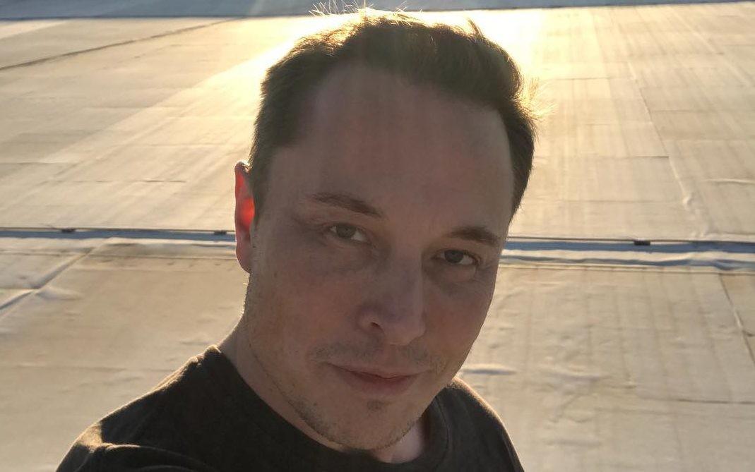 Миллиардер Илон Маск вышел в свет с новой возлюбленной