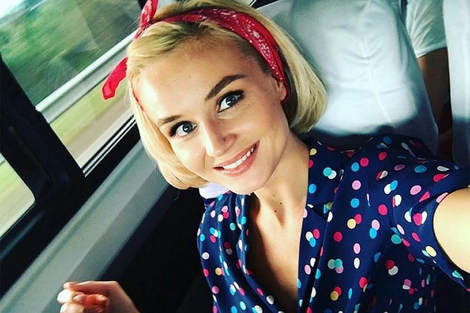 Полина Гагарина показала оптимальный фасон сарафана для девушек с маленькой грудью
