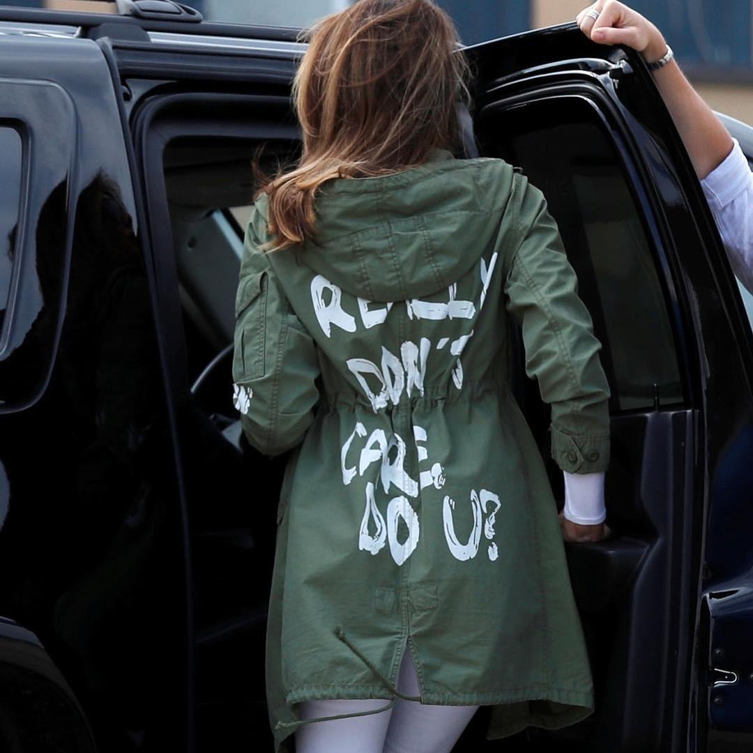 Меланья Трамп надела куртку с надписью «Мне плевать» на встречу с детьми