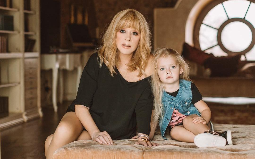 4-летняя Лиза Галкина призвала Аллу Пугачеву немедленно заняться здоровьем