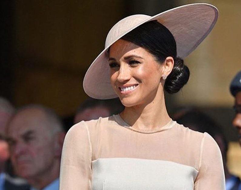 Меган Маркл удивила откровенным платьем на параде в честь королевы