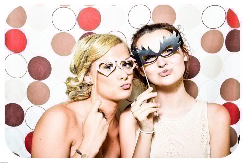 Вопрос стилисту: как одеться летом на свадьбу подруги?