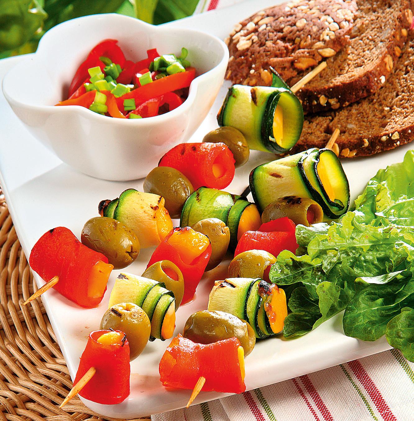 Шашлык с овощами и сыром