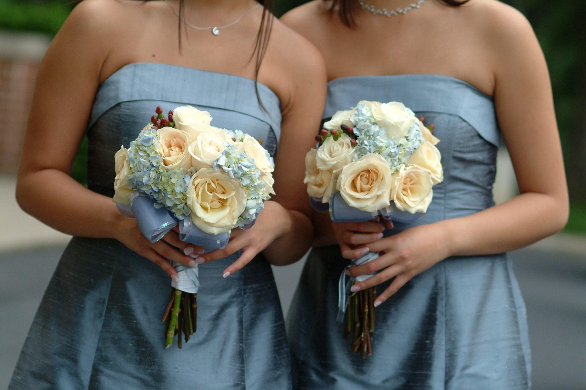 Как одеться подружке невесты: 7 актуальных образов для свадьбы