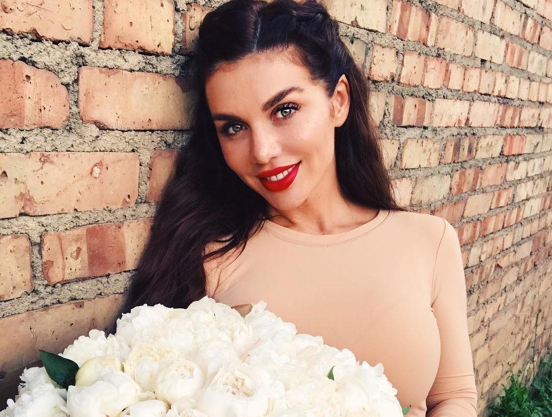 Анна Седокова увиделась с дочерью спустя год вражды с экс-мужем