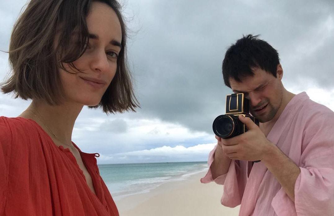 Невеста Данилы Козловского подразнила пользователей снимком топлес