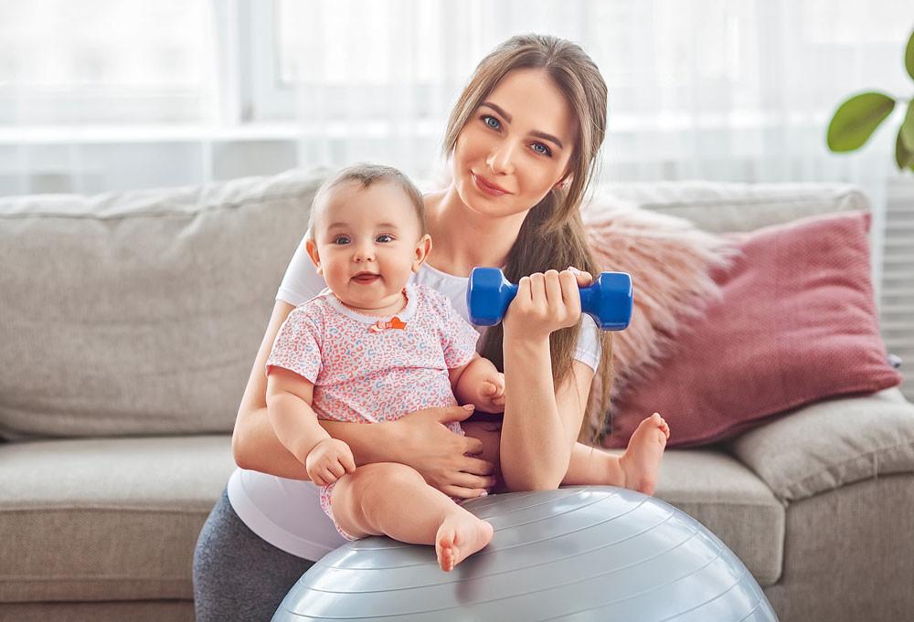 Фитнес с малышом: 4 супер-упражнения для мамы и младенца