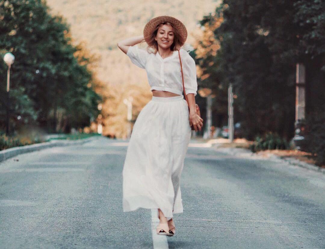 Вопрос стилисту: какие платья лучше всего сочетаются с обувью без каблука?