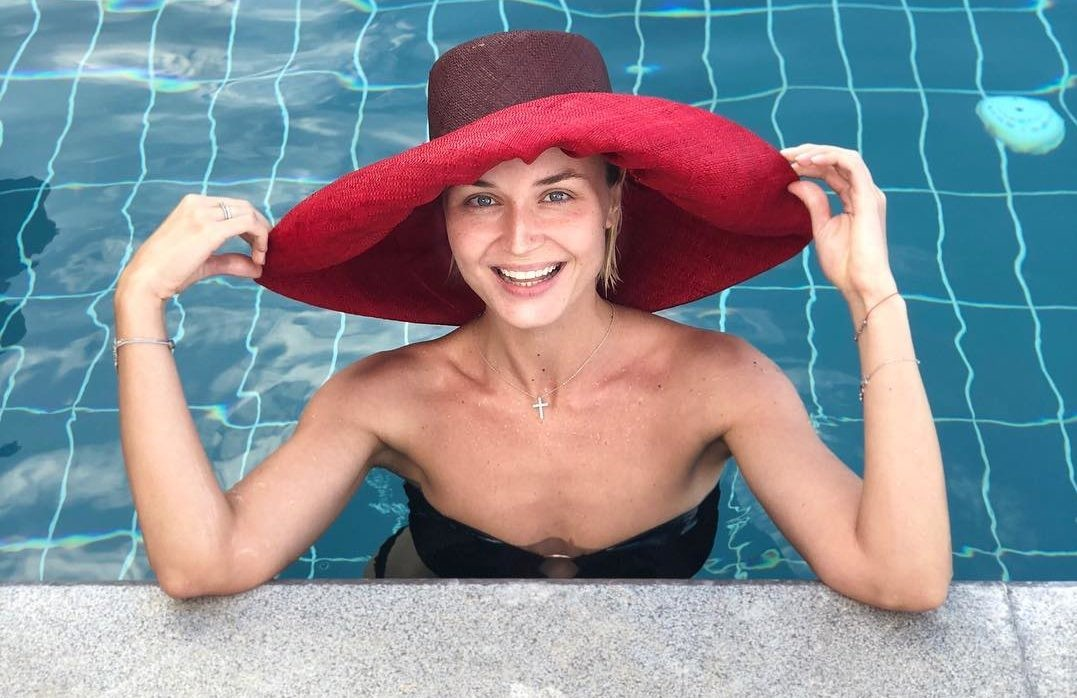 Полина Гагарина похвасталась мини-бикини и роскошной виллой в Греции (видео)