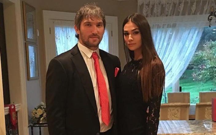 Беременная жена Александра Овечкина зажгла на вечеринке в честь мужа