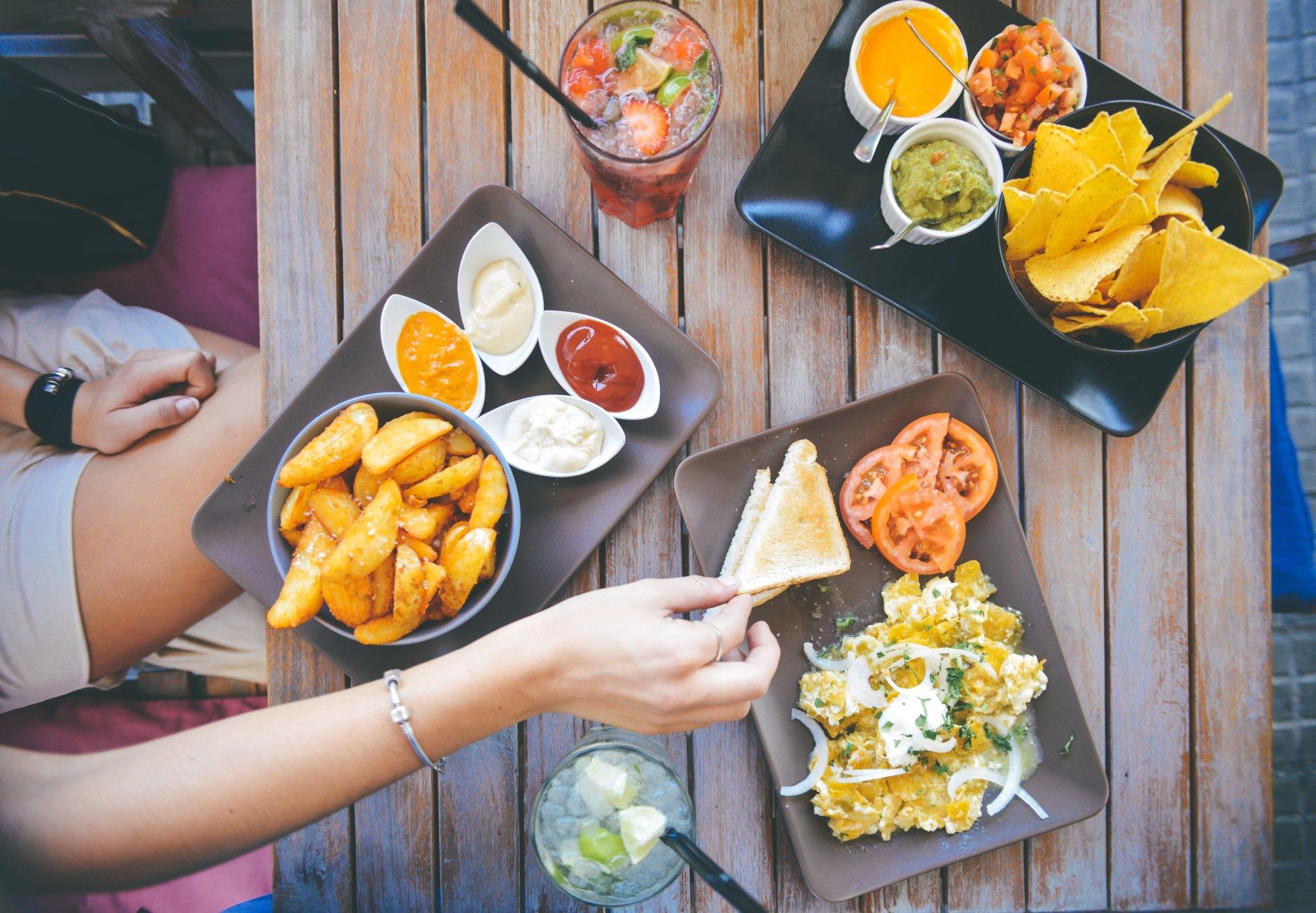 Пищевые отравления летом: как избежать и что делать, если это произошло?