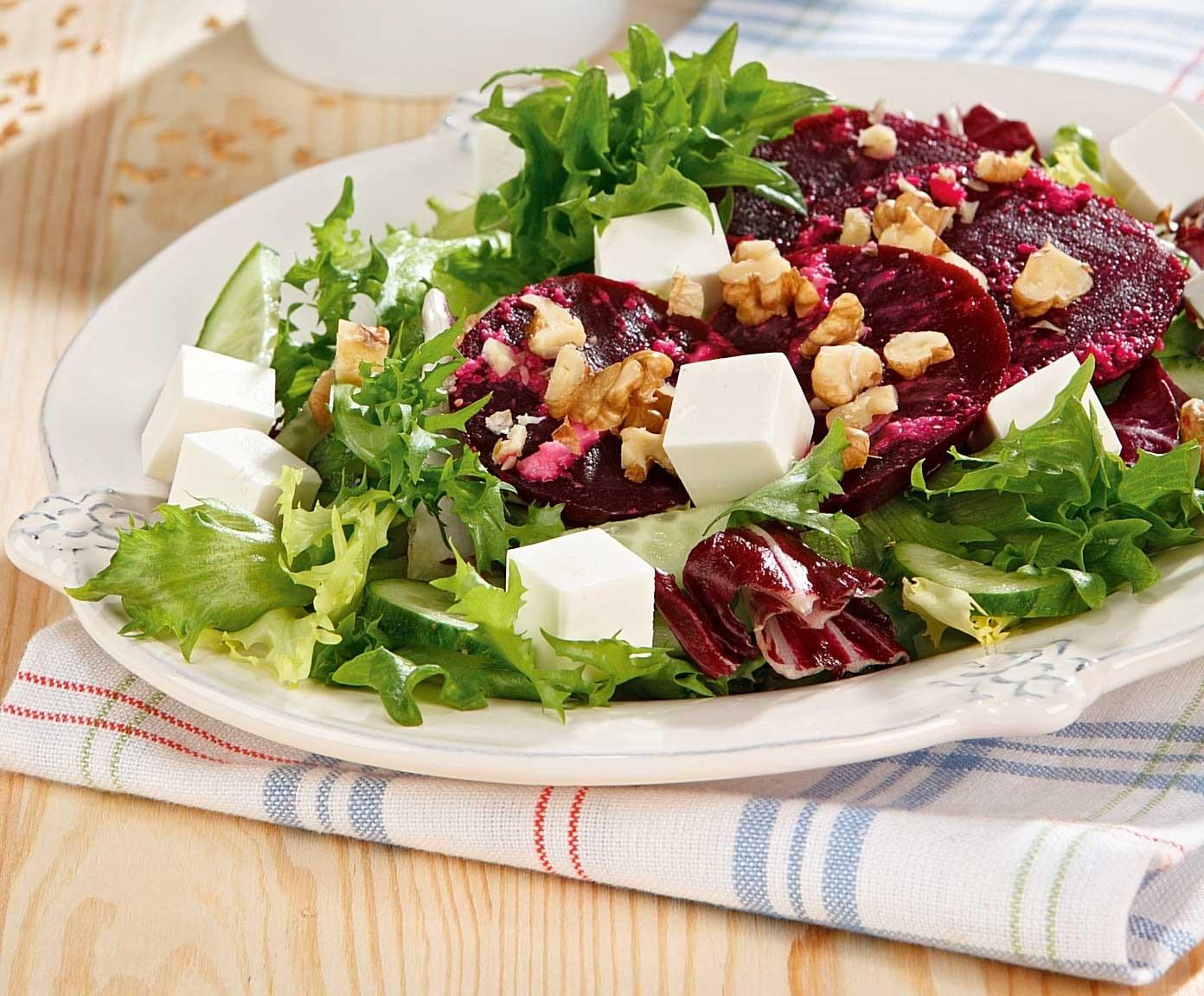 Салат из свеклы с  огурцом