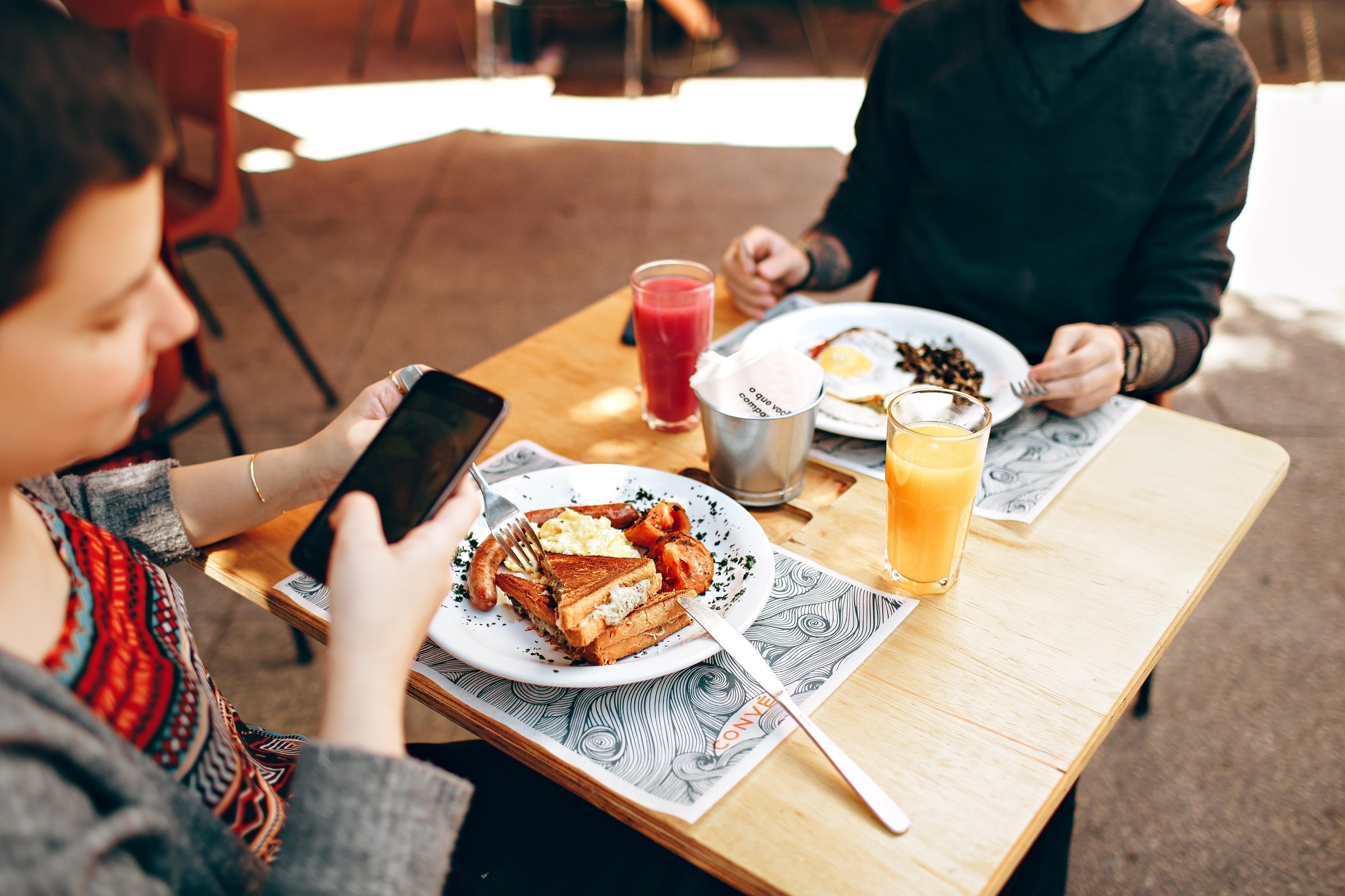 10 простых приемов, которые помогут обмануть аппетит и не переесть