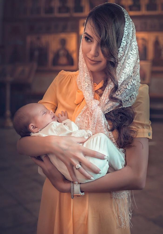 Дмитрий Тарасов и Анастасия Костенко впервые показали лицо новорожденной дочки