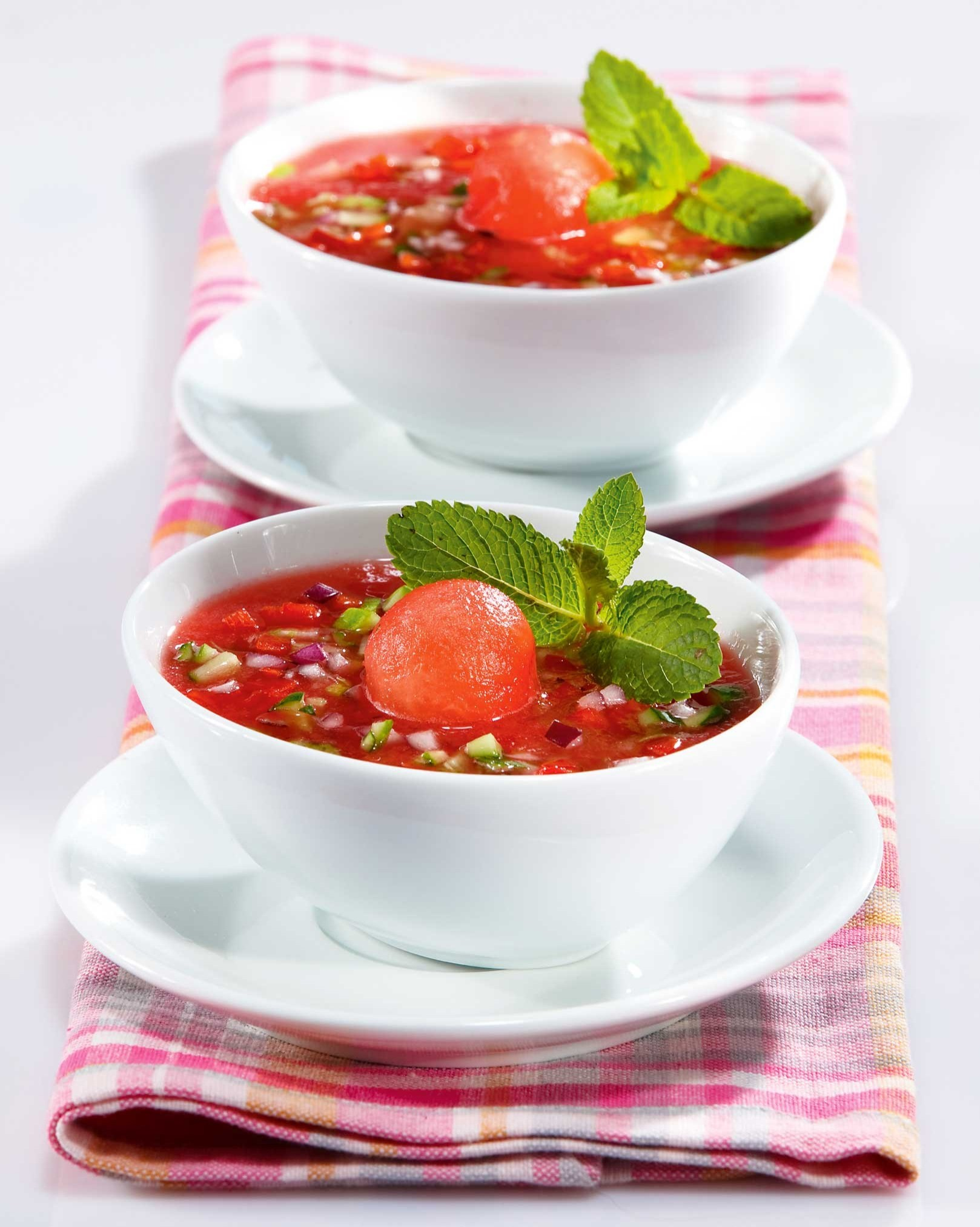 Гаспачо с ягодами