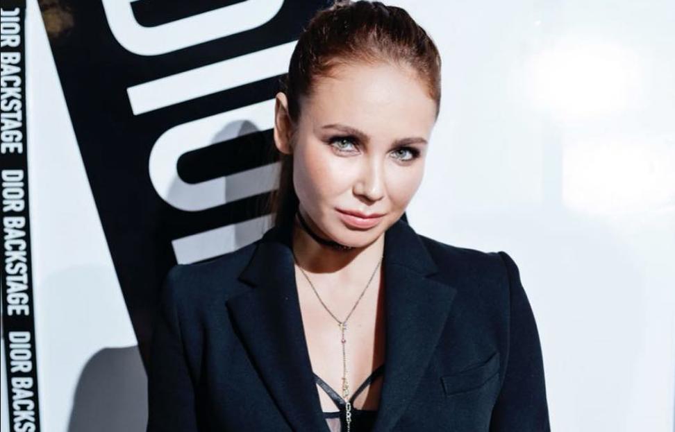 Ляйсан Утяшева показала, как не вульгарно адаптировать главный тренд сезона – кожаное платье