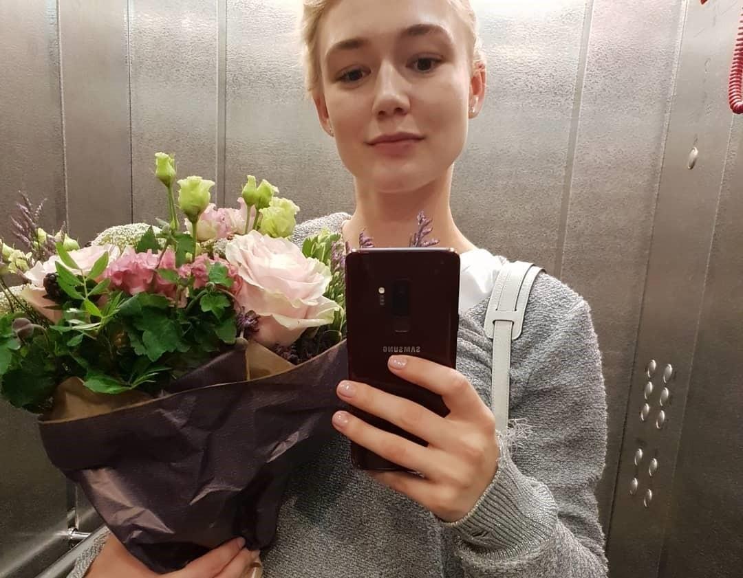 Развода не будет? Оксана Акиньшина отдыхает с мужем и детьми в Греции