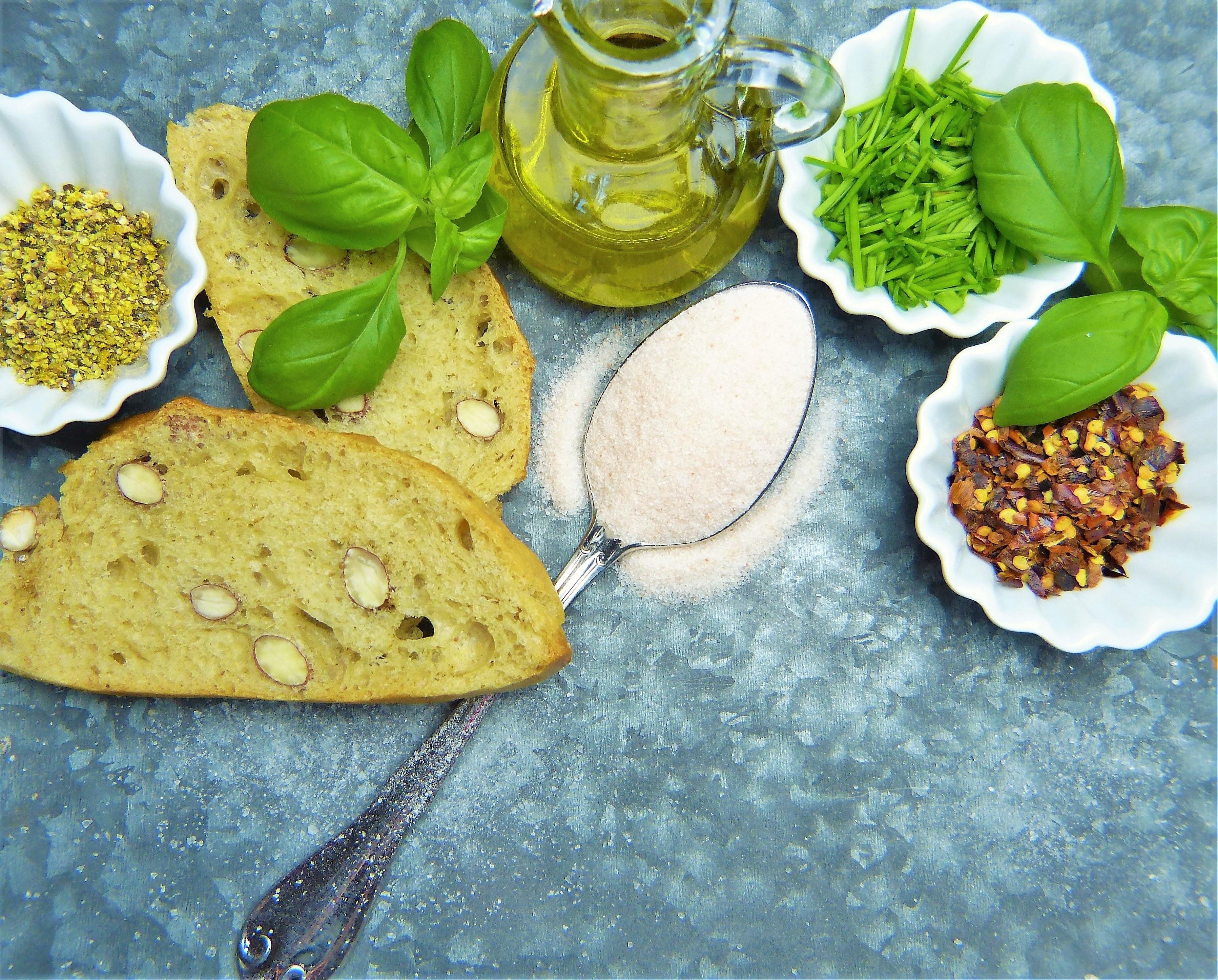Белая смерть: правила потребления соли и 14 продуктов с катастрофическим ее содержанием