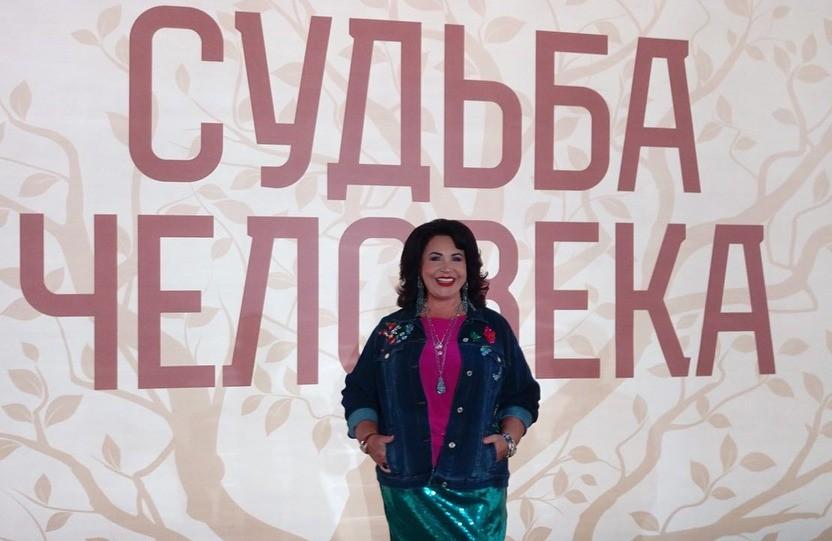 «Деревенская баба, не иначе!»: пользователи Сети раскритиковали наряд Надежды Бабкиной