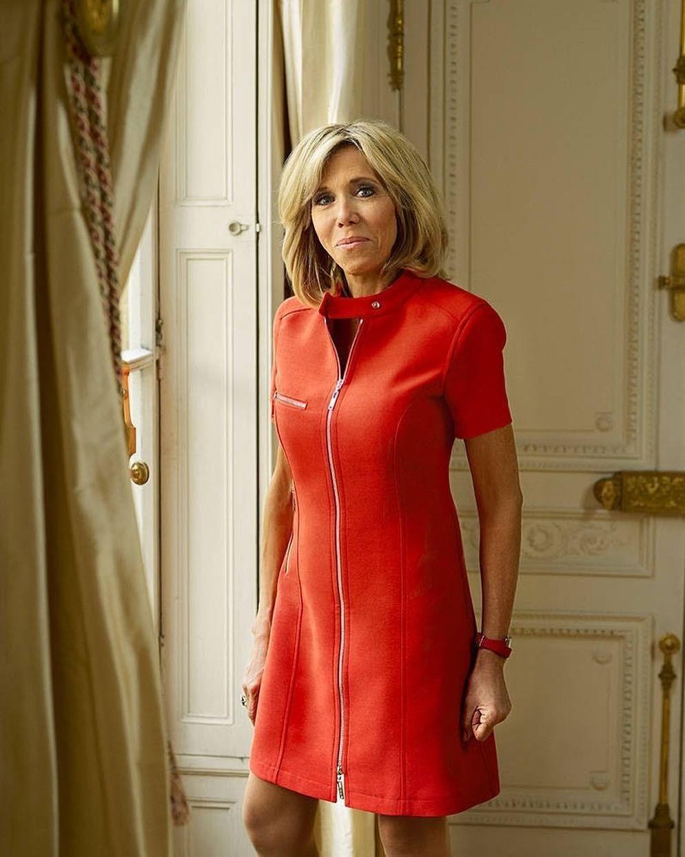 Брижит Макрон показала, как не бояться и носить красный total-look после 65 лет