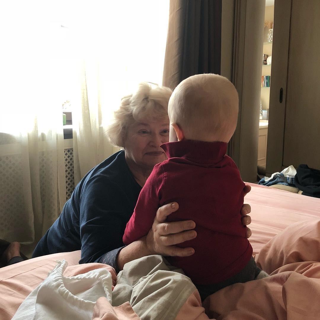 Правда, и в этой идиллии есть один камень преткновения – Платон, сынишка Ксении и Максима. Бабушка считает, что ребенку нужно показывать мультики и укладывать спать под колыбельные, а род...